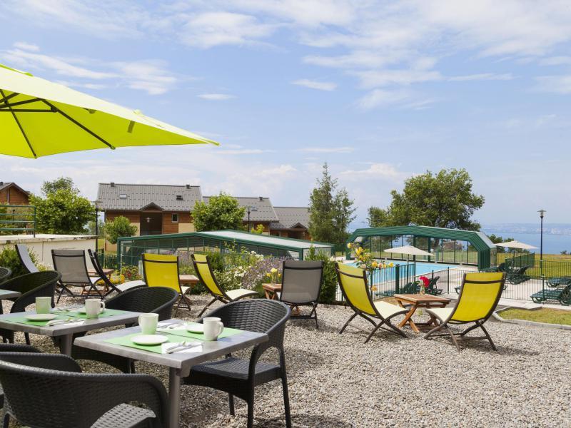 Holiday in mountain resort Park & Suites Evian-Lugrin - Thollon les Memises - Summer outside