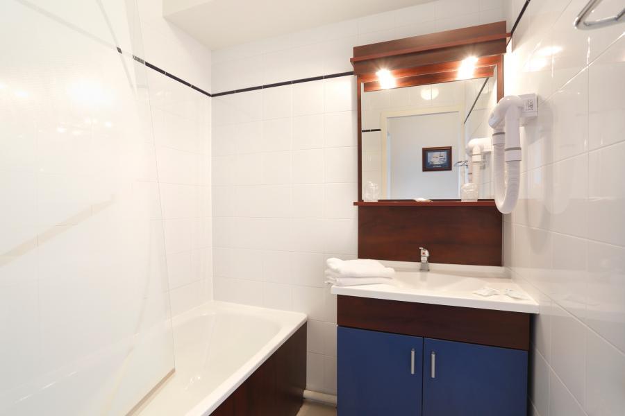 Holiday in mountain resort Résidence Appart'Vacances Pyrenées 2000 - Pyrénées 2000 - Bathroom