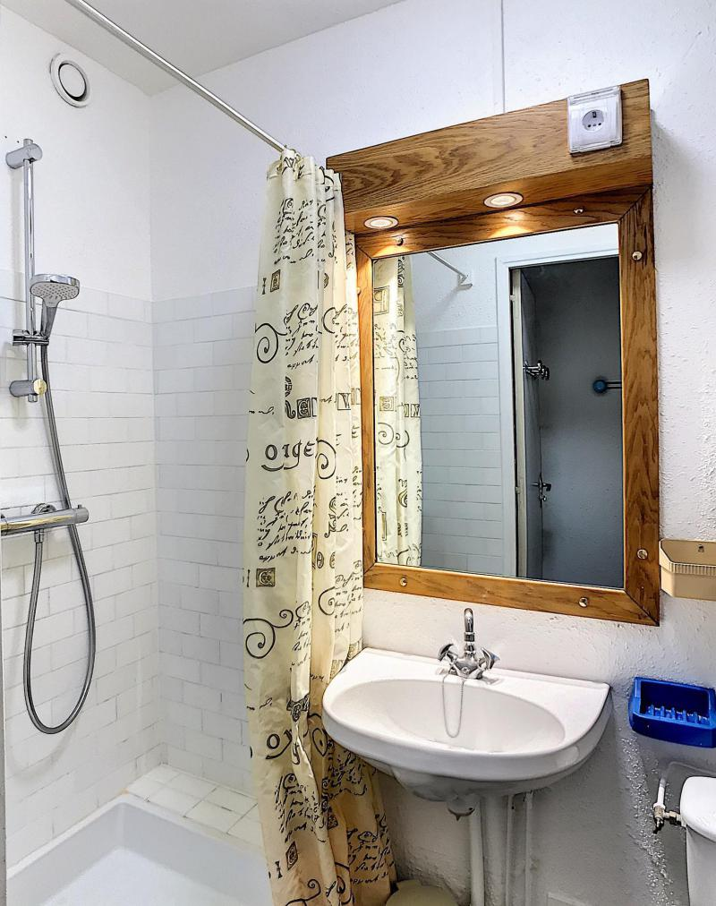 Holiday in mountain resort Studio 4 people (0803) - Résidence Baikonour - Le Corbier - Wash-hand basin