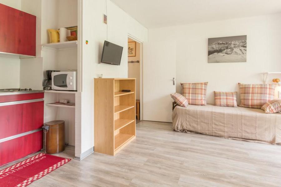 Holiday in mountain resort Studio sleeping corner 4 people (1206) - Résidence Baikonour - Le Corbier - Table
