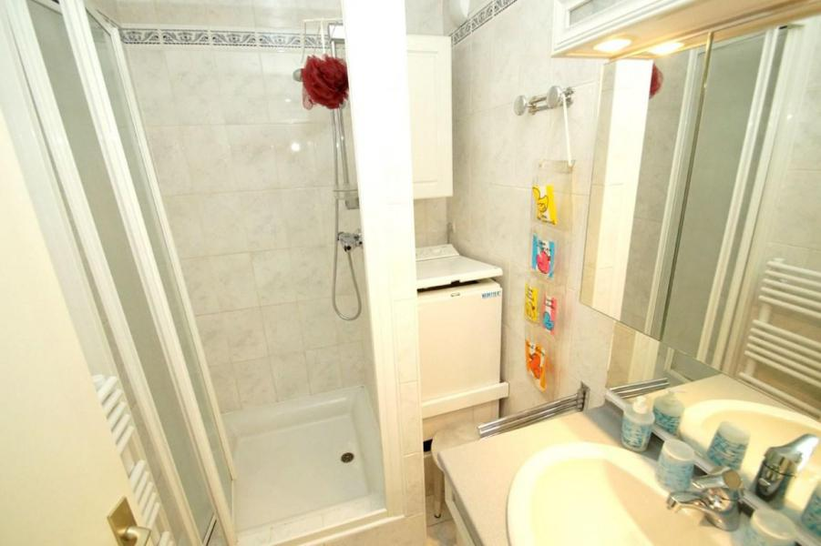 Holiday in mountain resort Studio sleeping corner 5 people (B37) - Résidence Cabourg B - Les 2 Alpes - Shower