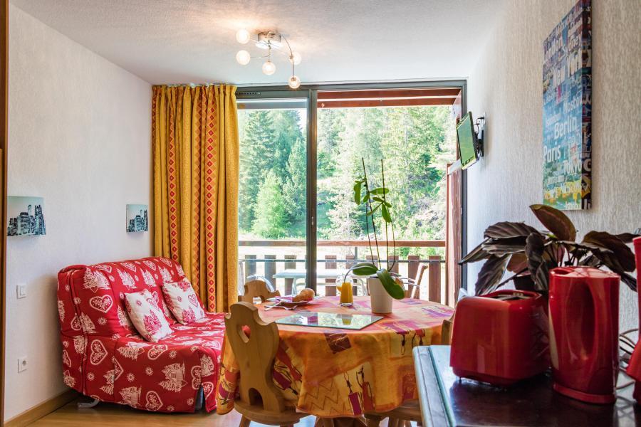 Urlaub in den Bergen Résidence Chalets Margot - Superdévoluy - Fenstertür zum Balkon