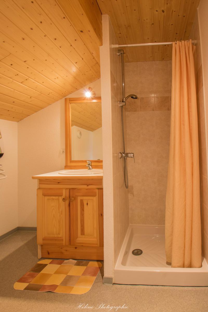 Holiday in mountain resort Résidence Chalets Margot - Superdévoluy - Shower