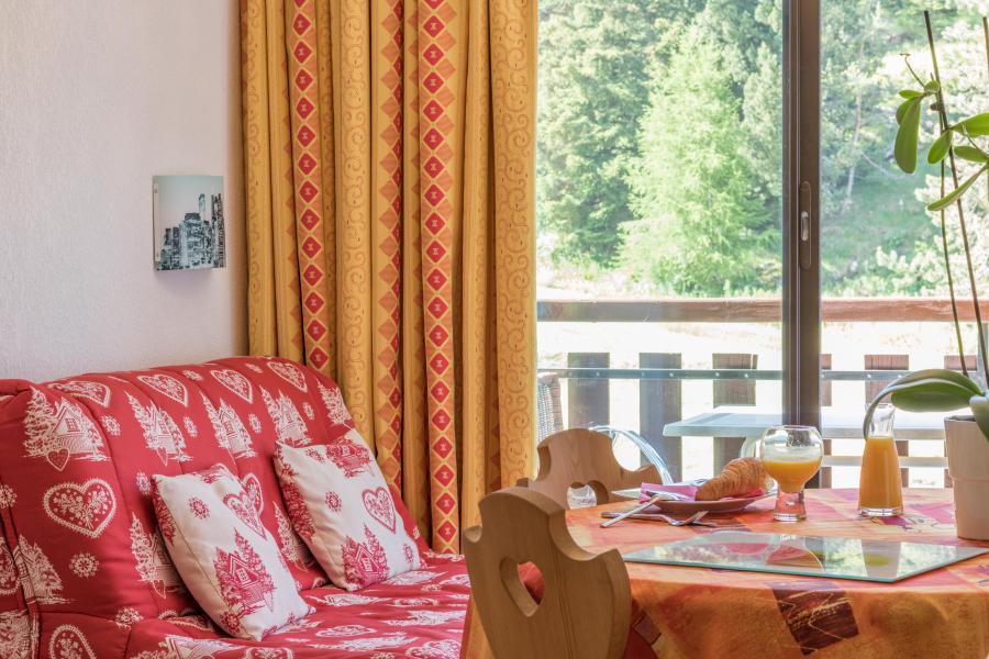 Urlaub in den Bergen Résidence Chalets Margot - Superdévoluy - Tisch