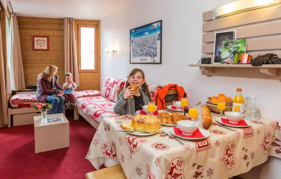Holiday in mountain resort Résidence Chanteneige Croisette - Les Menuires - Dining area
