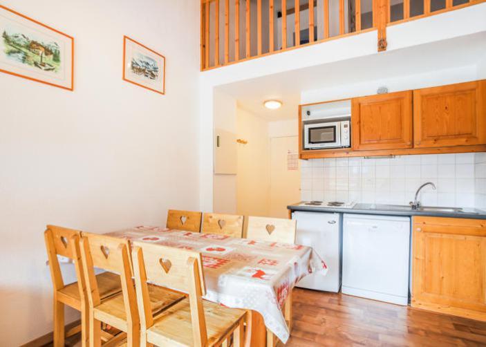 Vakantie in de bergen Appartement 3 kamers 7 personen (72) - Résidence Cheval Blanc - Valfréjus - Tafel