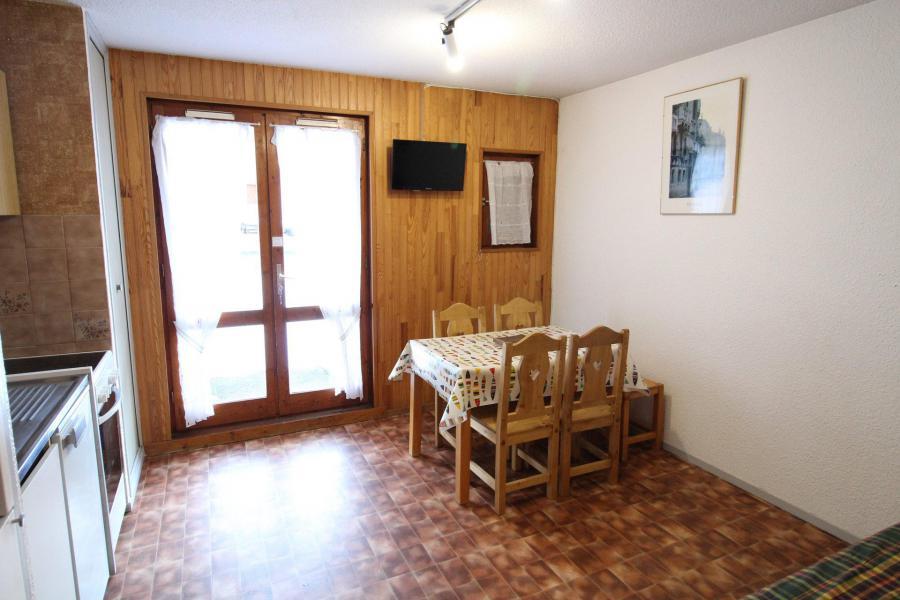 Vacances en montagne Appartement 2 pièces 4 personnes (005) - Résidence Chevallier - Val Cenis - Table