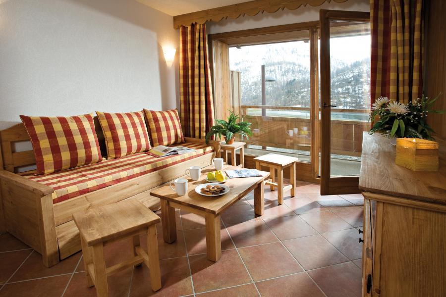Vacances en montagne Résidence Club MMV le Hameau des Airelles - Montgenèvre - Table basse