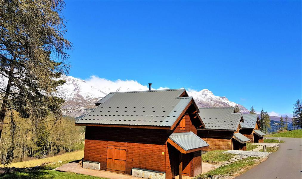 Location au ski Résidence Crête du Berger - La Joue du Loup - Extérieur été