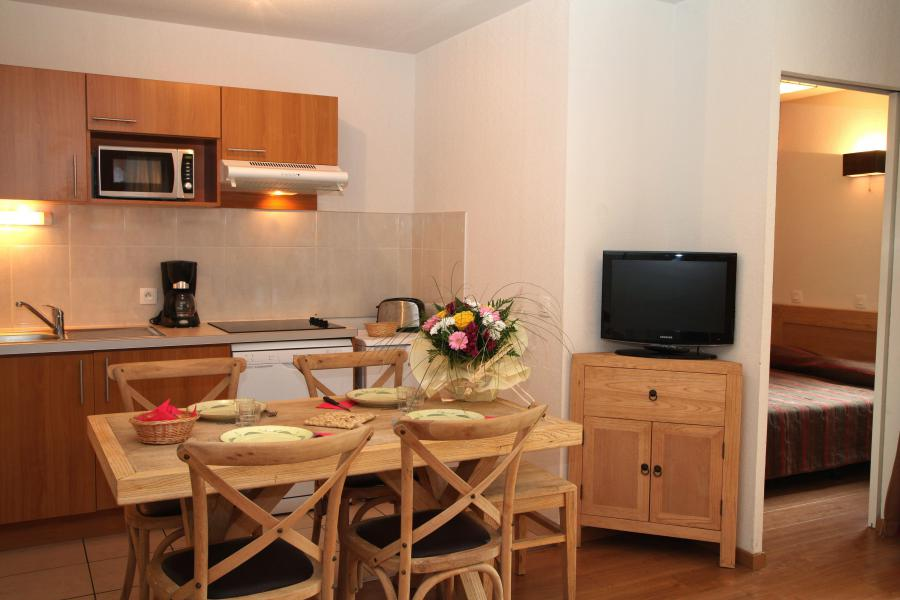Holiday in mountain resort 3 room apartment 6 people (confort) - Résidence Domaine du Val de Roland - Luz Ardiden - Living room