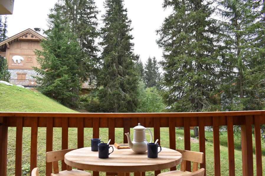 Holiday in mountain resort Studio sleeping corner 4 people - Résidence Eperonnelles - Méribel - Summer outside
