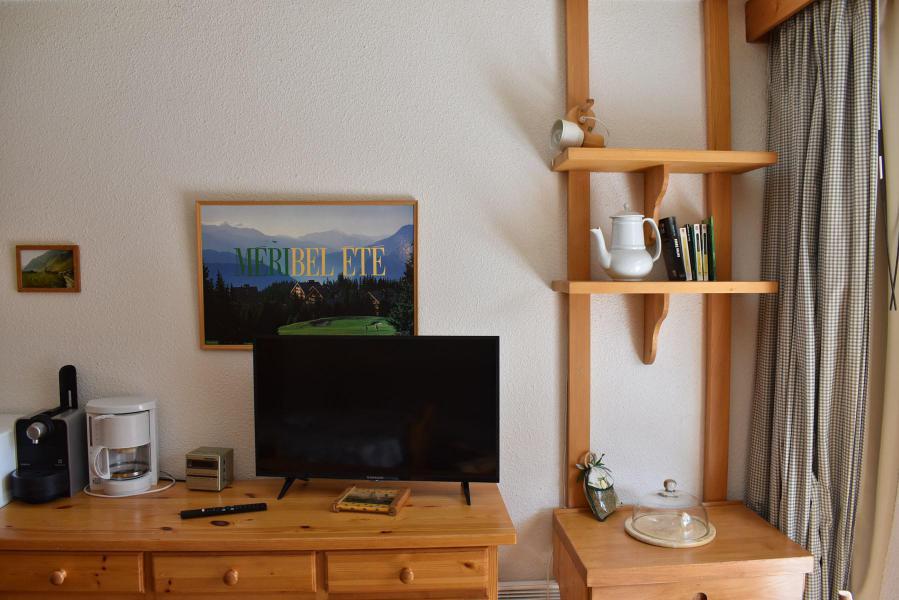 Holiday in mountain resort Studio sleeping corner 4 people - Résidence Eperonnelles - Méribel - TV