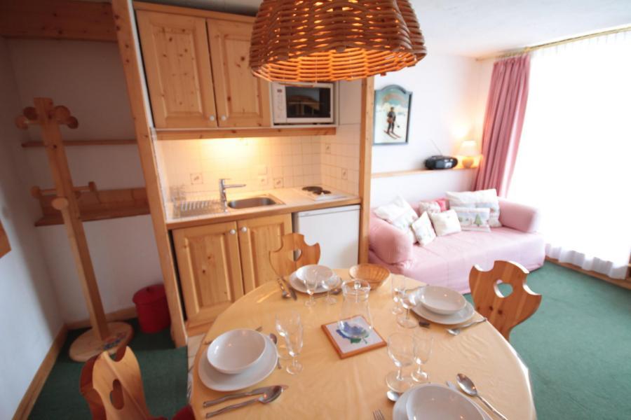 Vacaciones en montaña Apartamento cabina 2 piezas para 4 personas (1131) - Résidence Grand Mont 1 - Les Saisies - Mesa