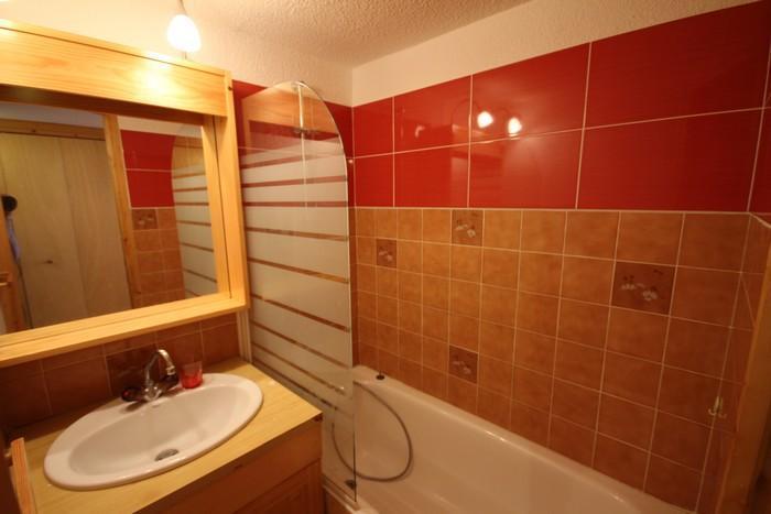 Vacaciones en montaña Apartamento 2 piezas mezzanine para 6 personas (4421) - Résidence Grand Mont 4 - Les Saisies - Bañera