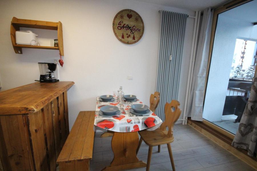 Vacances en montagne Studio coin montagne 4 personnes (06R) - Résidence Home Club - Tignes - Table