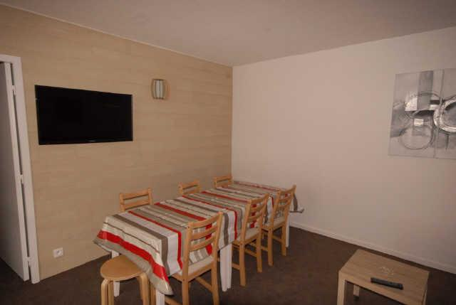 Holiday in mountain resort 3 room apartment cabin 8 people (ISA53) - Résidence Isards - Gourette - Table