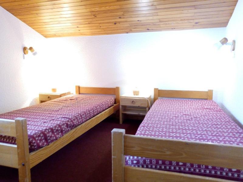 Vacances en montagne Appartement 2 pièces 6 personnes (I10) - Résidence l'Arc en Ciel - Méribel-Mottaret - Chambre mansardée