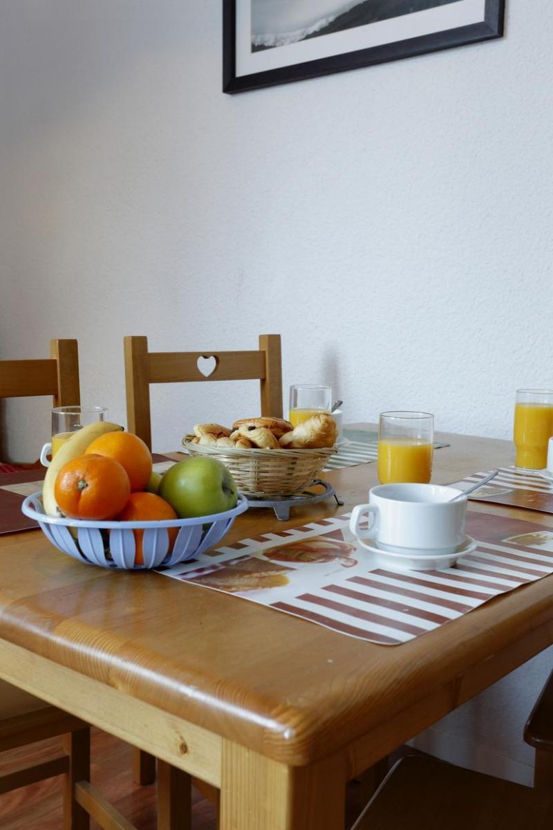 Urlaub in den Bergen Résidence l'Edelweiss - Les 2 Alpes - Tisch