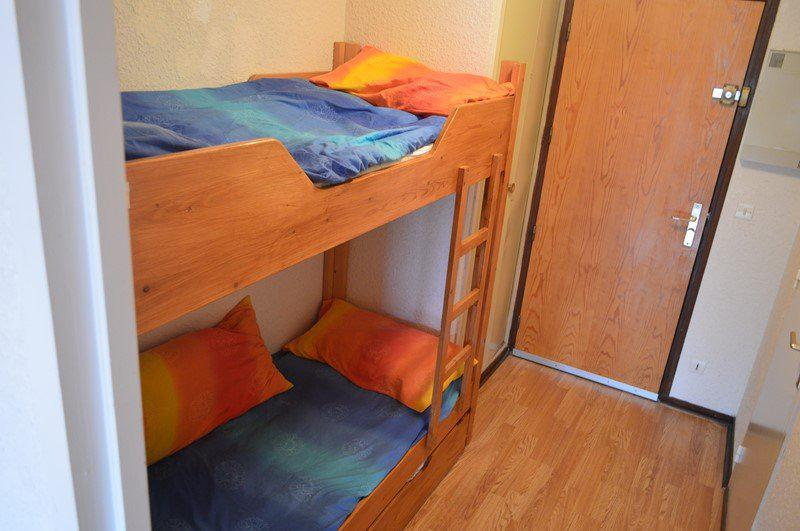 Holiday in mountain resort Studio sleeping corner 4 people (A211) - Résidence la Chamoisière - Montgenèvre - Sleeping area