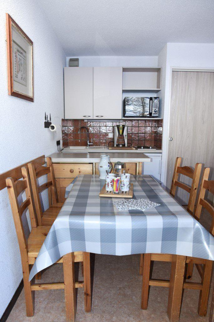 Holiday in mountain resort 2 room apartment 4 people (B38) - Résidence la Ferme d'Augustin - Montgenèvre - Accommodation