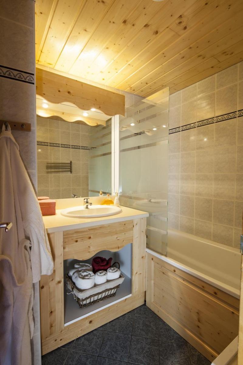 Holiday in mountain resort Résidence la Turra - Valfréjus - Bathroom