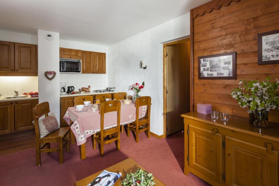Holiday in mountain resort Résidence la Turra - Valfréjus - Open-plan kitchen