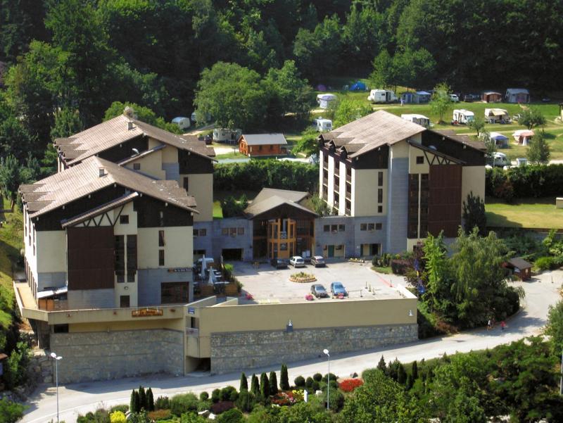 Location au ski Résidence Lagrange Cybèle - Brides Les Bains - Extérieur été