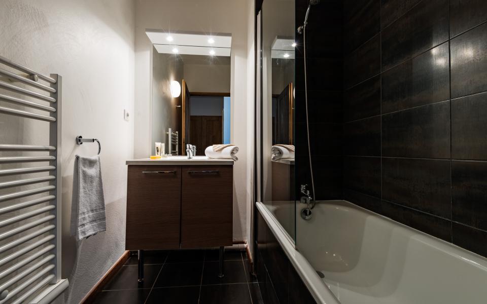 Holiday in mountain resort Résidence Lagrange le Clos Saint Hilaire - Saint Lary Soulan - Bathroom