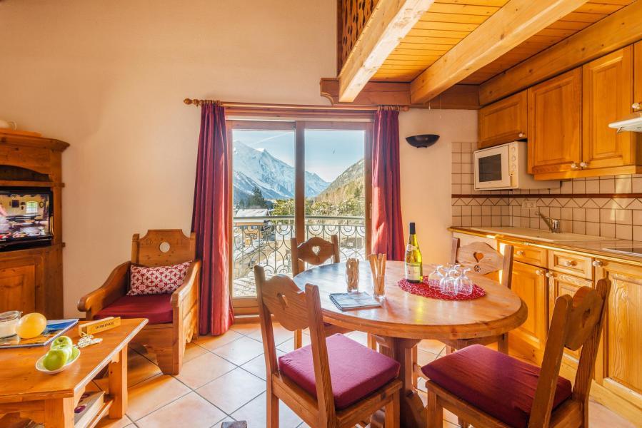 Urlaub in den Bergen Résidence Lagrange le Cristal d'Argentière - Chamonix - Tisch