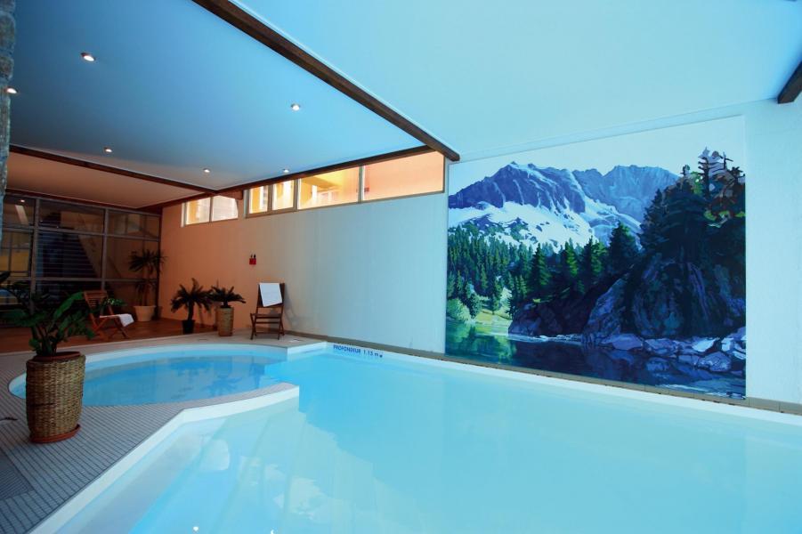 Vacances en montagne Résidence Lagrange le Domaine des 100 Lacs - Cauterets - Piscine