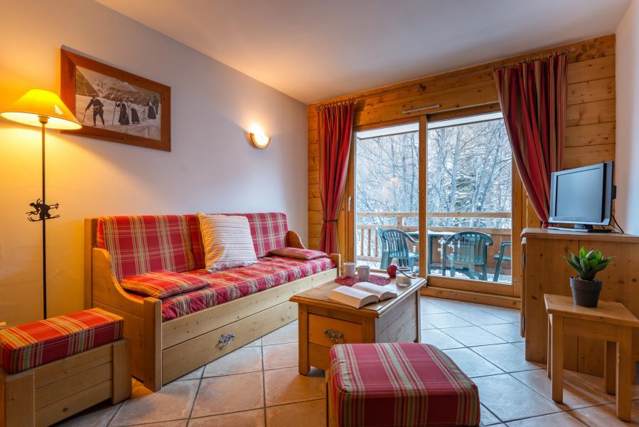 Holiday in mountain resort Résidence Lagrange le Hameau du Rocher Blanc - Serre Chevalier - Bench seat
