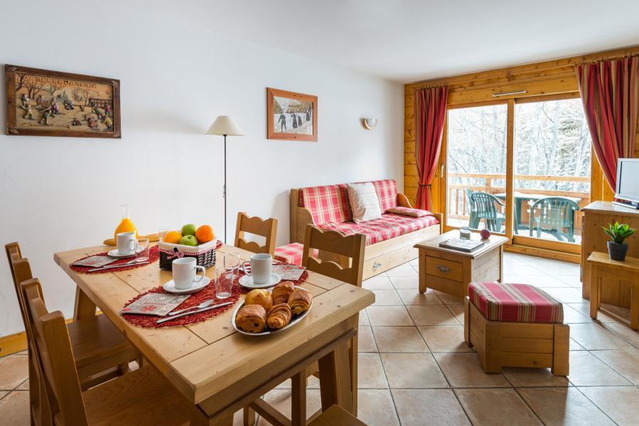 Holiday in mountain resort Résidence Lagrange le Hameau du Rocher Blanc - Serre Chevalier - Dining area