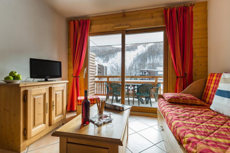 Urlaub in den Bergen Résidence Lagrange le Hameau du Rocher Blanc - Serre Chevalier - Kleines Wohnzimmer