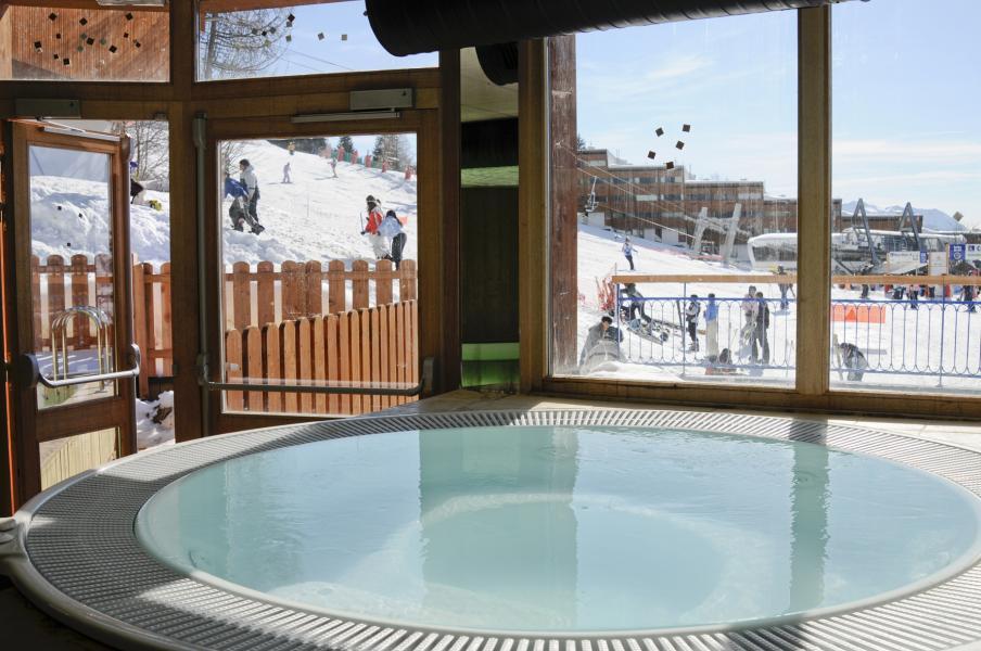 Holiday in mountain resort Résidence Lagrange le Roc Belle Face - Les Arcs - Jacuzzi