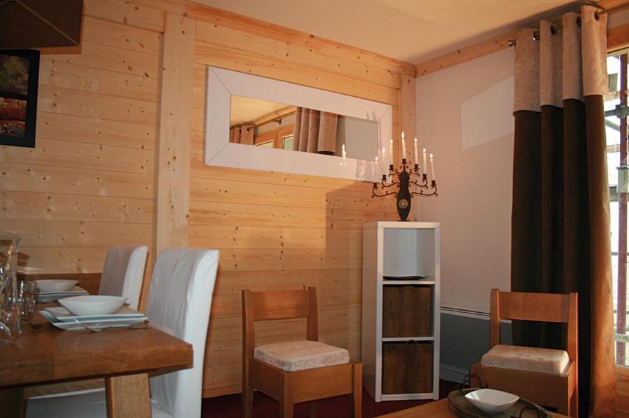 Urlaub in den Bergen Résidence Lagrange les Balcons des Aiguilles - La Toussuire - Tisch