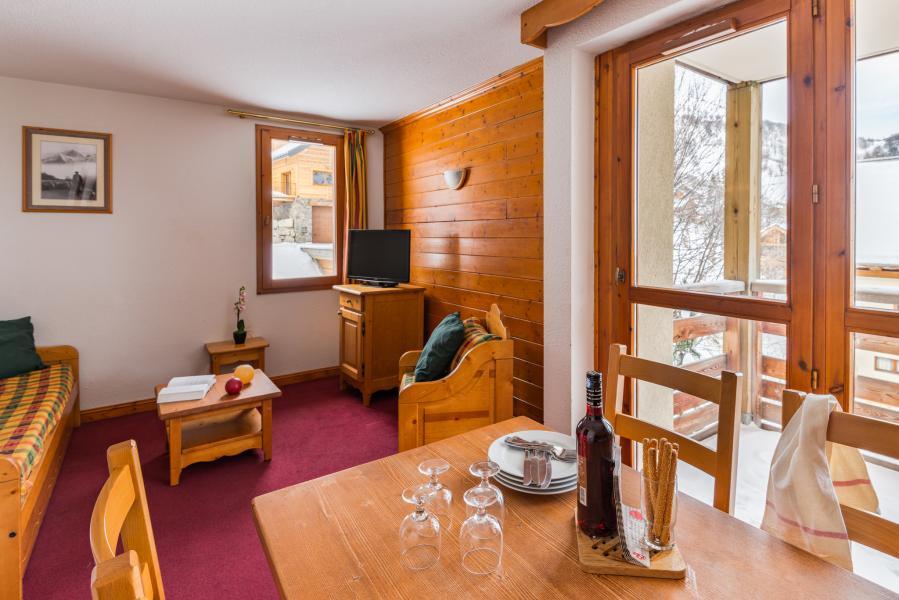 Urlaub in den Bergen Résidence Lagrange les Chalets du Galibier - Valloire - Tisch