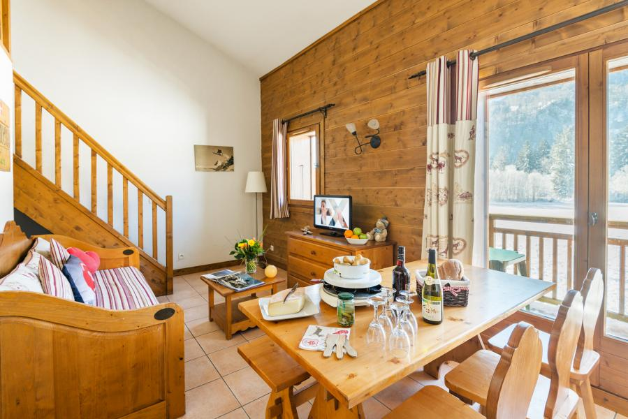 Urlaub in den Bergen Résidence Lagrange les Fermes de Samoëns - Samoëns - Tisch