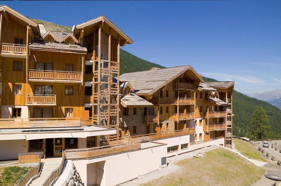 Vacances en montagne Résidence le Balcon des Airelles - Les Orres - Extérieur été