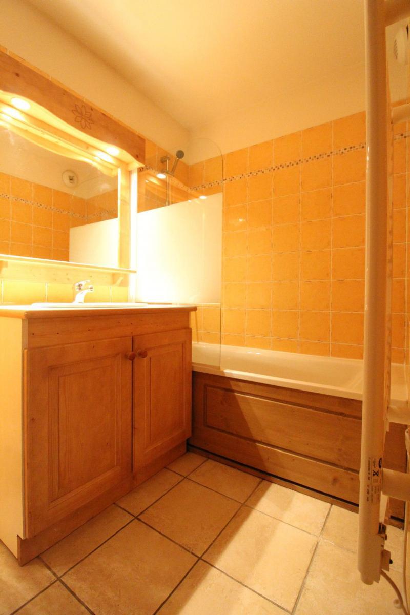 Holiday in mountain resort 3 room apartment 6 people (B33) - Résidence le Bonheur des Pistes - Val Cenis - Bath-tub