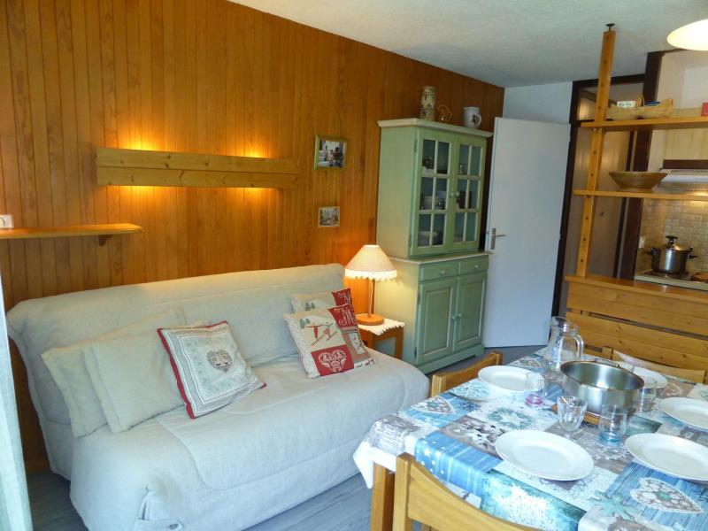 Holiday in mountain resort Studio sleeping corner 5 people (F26) - Résidence le Brulaz - Les Contamines-Montjoie - Table