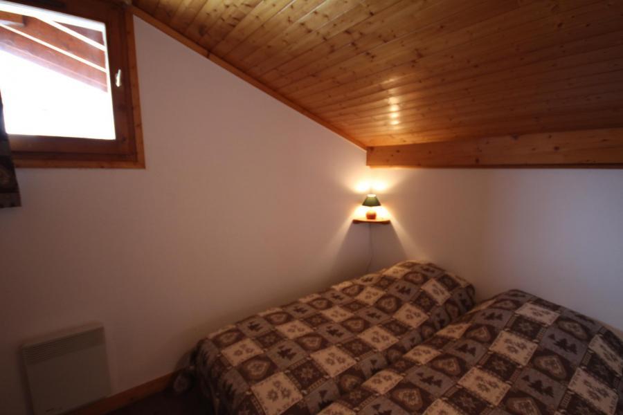 Vacaciones en montaña Apartamento 3 piezas mezzanine para 8 personas (020) - Résidence le Byblos - Les Saisies - Habitación abuhardillada