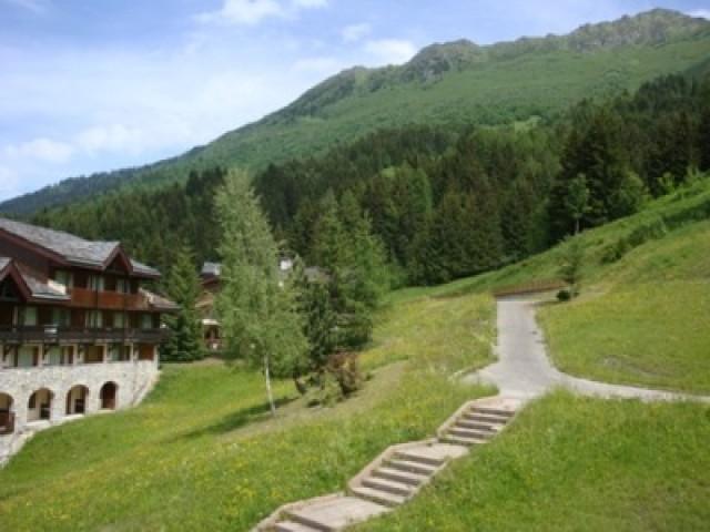Location au ski Studio 3 personnes (33) - Residence Le Cheval Blanc - Valmorel - Extérieur été