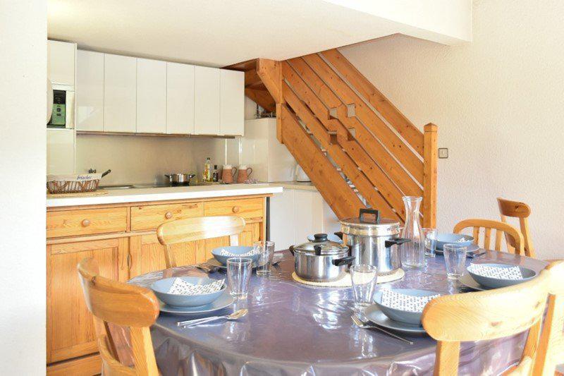 Vacaciones en montaña Apartamento dúplex 4 piezas 8 personas (205) - Résidence le Golf - Montgenèvre - Mesa