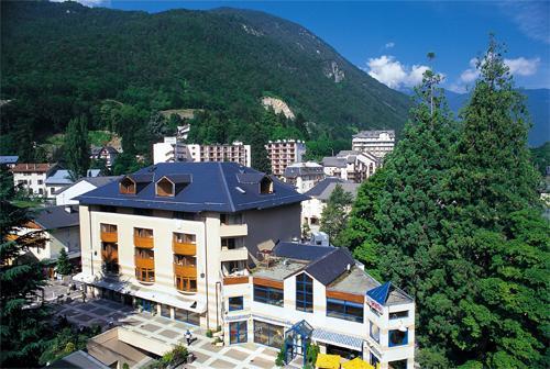 Location au ski RESIDENCE LE GRAND CHALET - Brides Les Bains - Extérieur été