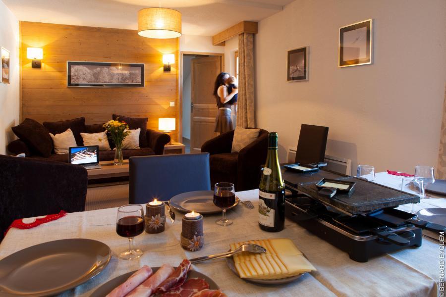 Urlaub in den Bergen Résidence le Grand Ermitage - Châtel - Tisch