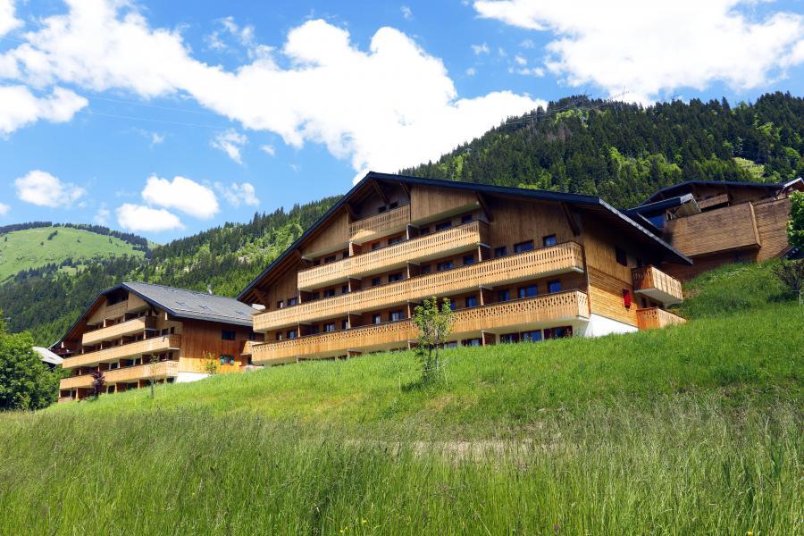 Vacances en montagne Résidence le Grand Lodge - Châtel - Extérieur été