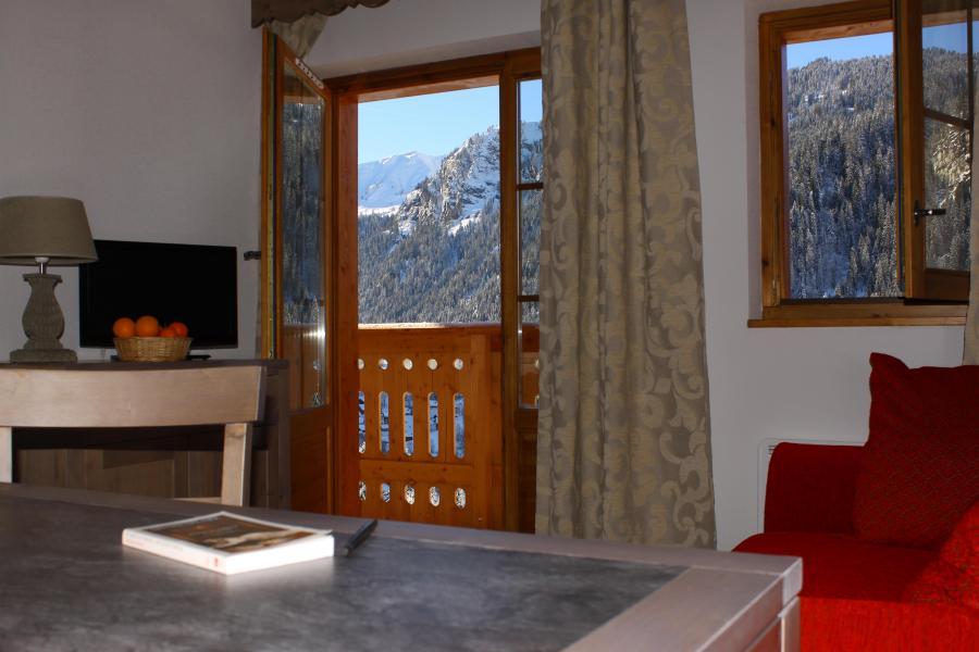 Vacances en montagne Residence Le Grand Lodge - Châtel - Porte-fenêtre donnant sur balcon