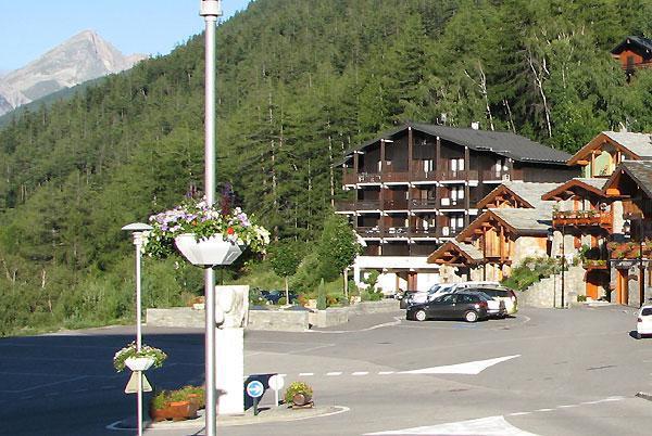 Vacances en montagne Résidence le Grand Vallon - La Norma - Extérieur été