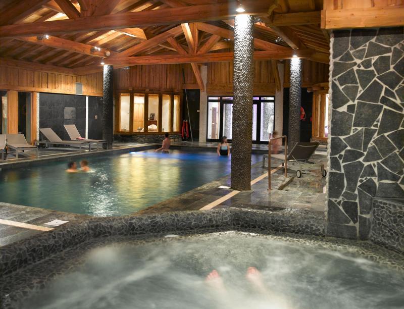 Holiday in mountain resort Résidence le Hameau de Pierre Blanche - Les Houches - Jacuzzi