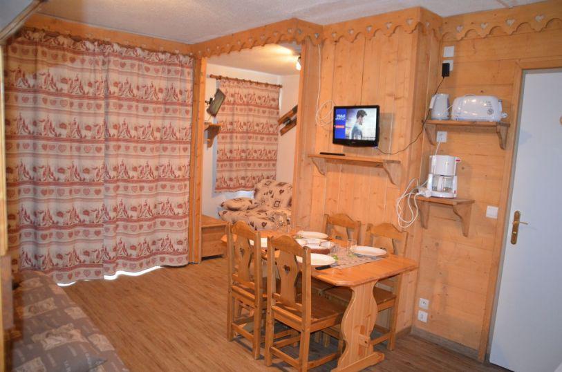 Vacanze in montagna Appartamento 1 stanze per 4 persone (B77) - Résidence le Jettay - Les Menuires - Tavolo